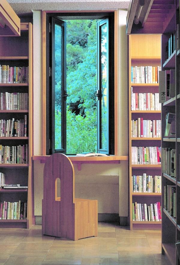 浦添市立図書館2