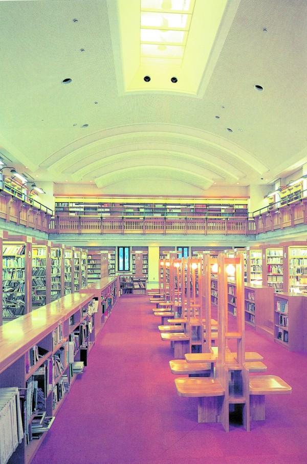 浦添市立図書館3
