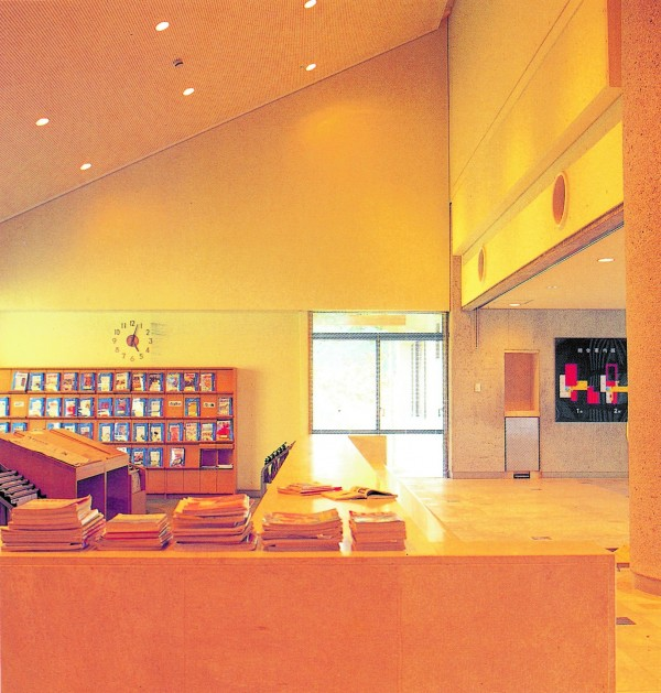 浦添市立図書館4